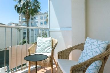 renovated apartment in terreno