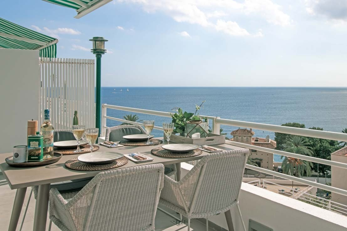 Terrace and sea views in Cala Major