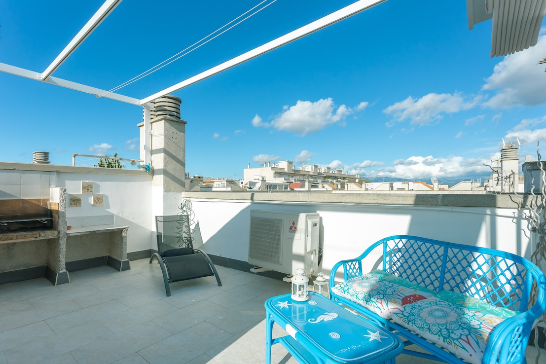 Townhouse in Molinar with sea views